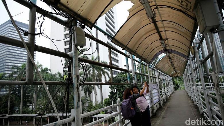 Sandi Minta JPO Tak Terawat di Sudirman Harus Diperbaiki