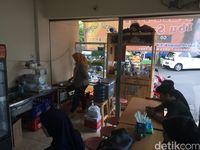 Pempek Ibu Sulastri: Kalau ke Pasar Tebet, Jangan Lupa Jajan Pempek di Sini