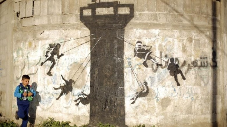 The Man Who Stole Banksy Dokumenter Sang Seniman di Timur Tengah