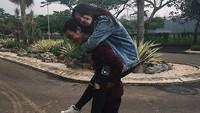 Beda lagi dengan Kakak beradik Bryan Domani dan Megan Domani keduanya sering menunjukan kedekatannya di media sosial, banyak netizen yang menyebut kakak rasa pacar. Foto: Dok. Instagram