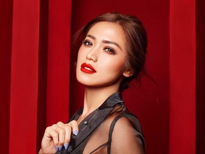 Review lipstik artis: Jedar, Shandy Aulia & Nana Mirdad  Foto: dok. Instagram