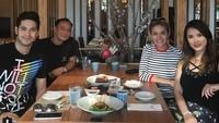 Bahkan Nikita dan Miyabi sempat double date di sebuah restoran. (Dok. Instagram/maria.ozawa)