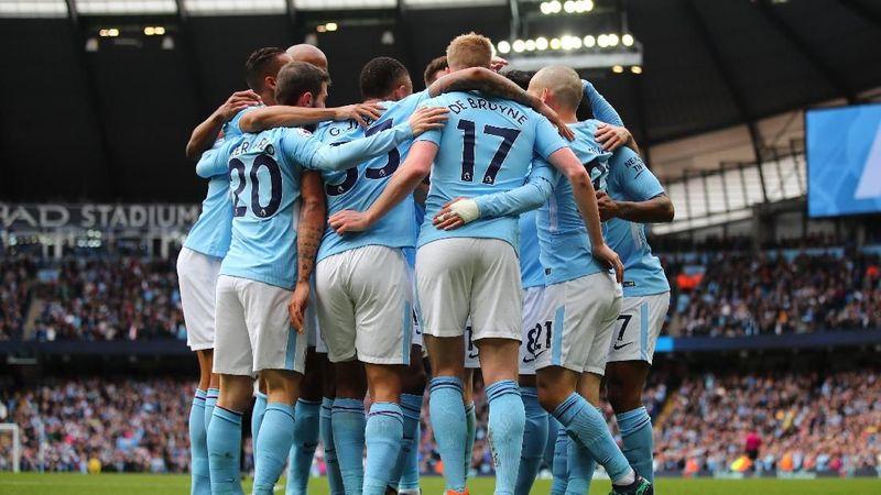 Manchester City menjadi kampiun Premier League 2017-2018. Deretan pemainnya tak hanya jago di lapangan, tapi beberapa dari mereka juga suka liburan lho dan suka mempostingnya di sosial media (Clive Brunskill/Getty Images)