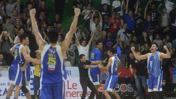 Klub bola basket Satria Muda identik dengan nama Erick Thohir.