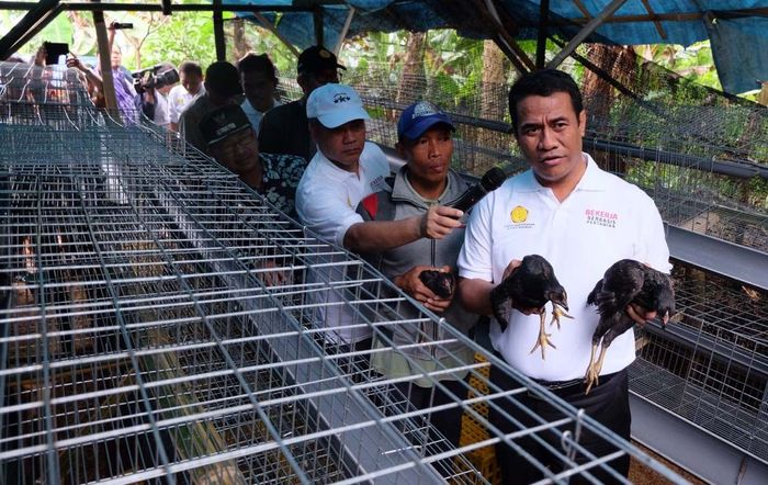 Ini adalah peluncuran perdana dari program Bekerja (Bedah Kemiskinan Rakyat Sejahtera) berlokasi di Desa Cikancana, Kec. Sukaresmi, Kab. Cianjur Jabar. Pool/Kementan.