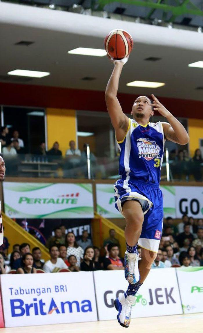 Pertandingan partai ketiga harus digelar setelah Satria Muda dan Pelita Jaya saling mengalahkan di dua game pertama.
