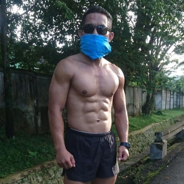Mayor Eka menyarankan agar orang-orang yang ingin melatih tubuhnya selalu menyempatkan waktu untuk olahraga minimal 30 menit sehari. (Foto: Instagram/eka_wira_kingofsparko)