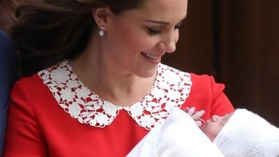 Baju Kate Middleton Usai Melahirkan Mirip Baju Tokoh Film Horor?