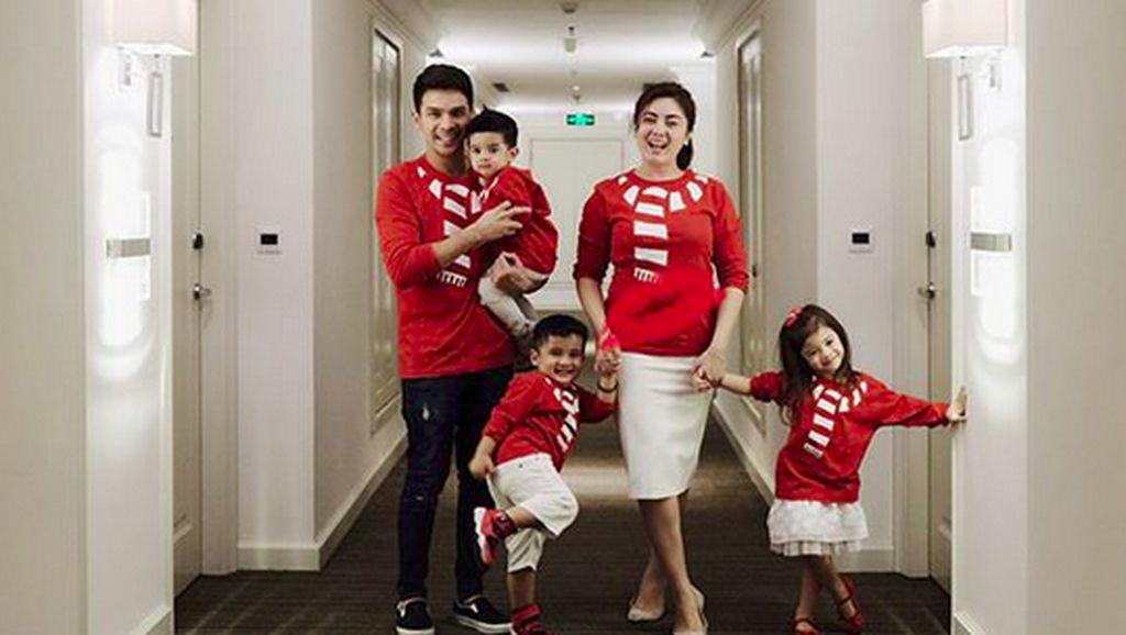 Impian Istri Jonathan Frizzy tentang Masa Depan Ketiga Anaknya