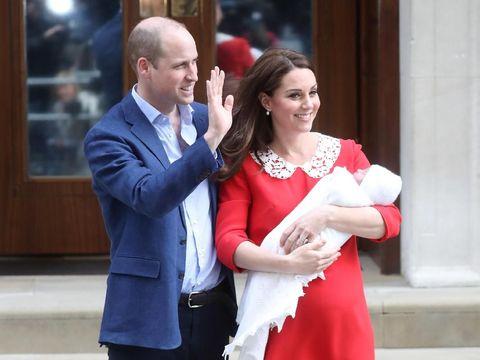 Kate Middleton dan Pangeran William Keluar Rumah Sakit Pasca Anak Ketiga Lahir.
