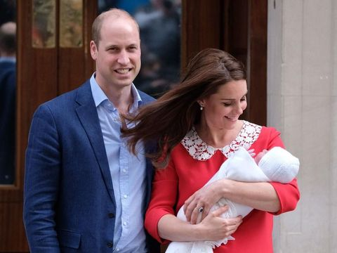 Kate Middleton Tampil Cantik Bersinar dengan Dress Merah Pasca Melahirkan