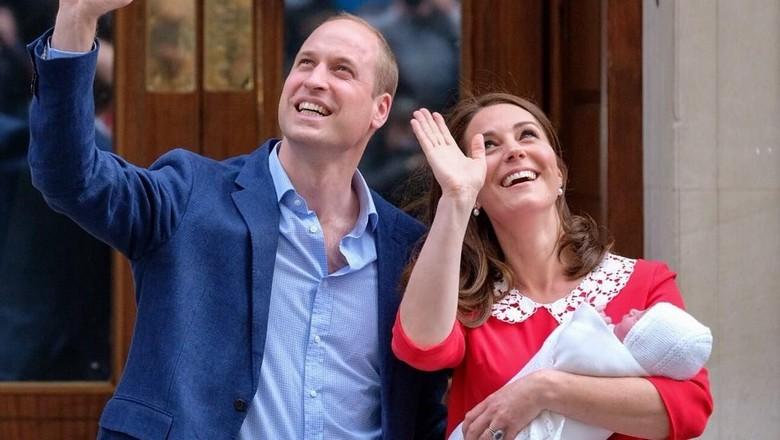 Ini Foto Perdana Kate Middleton dan William Bersama Anak Ketiga
