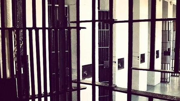 Selain diisi dengan narapidana kelas kakap, penjara ini juga terbilang kejam. Karena kondisi penjara sangat tidak manusiawi. Di sini ada 150 tahanan berbagi 60 di sel sebesar 1x3 meter. (doubledeeeezz/Instagr