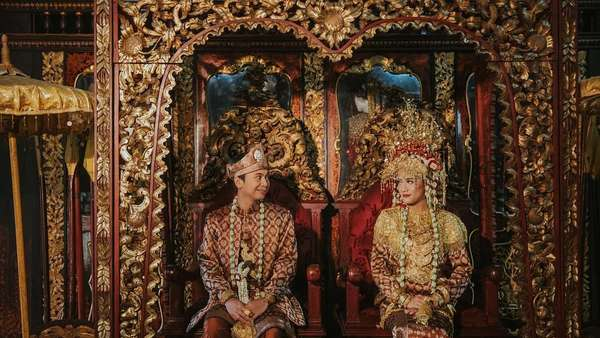 Prewedding Raditya Dika-Anissa, Perang Bantal hingga Bikin Kue