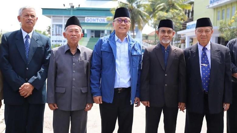 Sambangi Gontor, Zulkifli Hasan Minta Nasihat dan Doa Kiai