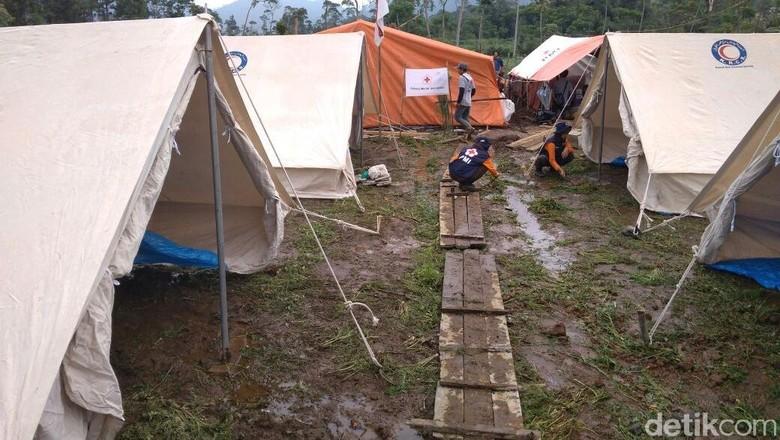 Takut Gempa Susulan, Warga Banjarnegara Pilih Mengungsi di Tenda