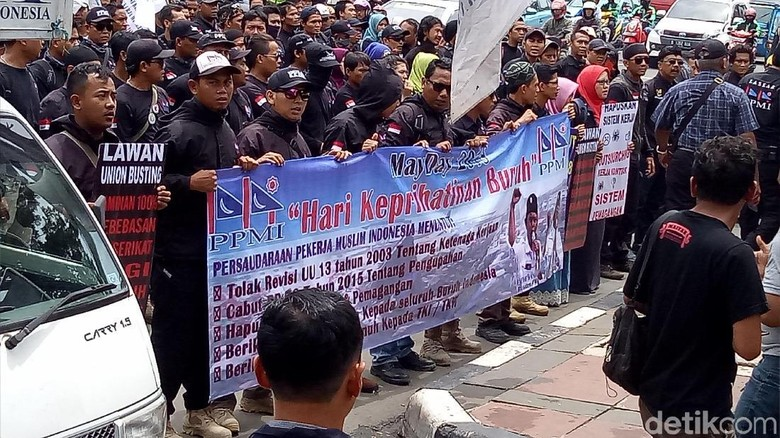 Jelang May Day, Puluhan Buruh Demo di Bareskrim