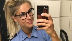 Adrienne Koleszar adalah seorang polisi wanita dari German. Dirinya dinilai warganet sebagai body goals dengan perut sixpack dan badan kekar langsing.