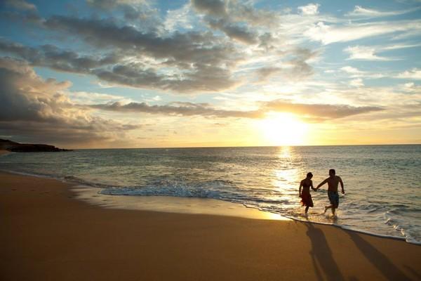 Hawaii yang terkenal cantik dengan pantainya juga masuk dalam daftar sunset terbaik dunia. (Hawaii Tourism Authority/Facebook)
