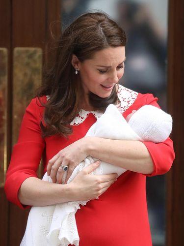 Tampak Sederhana, Dress Kate Middleton Saat Keluar RS Berkisar Ratusan Juta