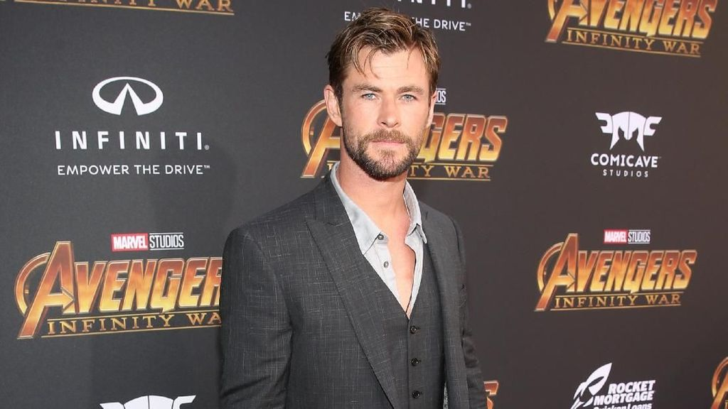 Menang Teen Choice Chris Hemsworth Goda Fans Tentang Avengers 4