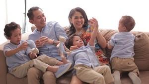 Begini Kompaknya Aktor Lukman Sardi bersama Keluarga