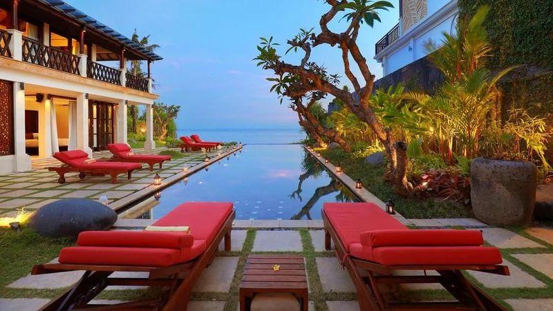 Ini adalah salah satu villa Hotman Paris di Bali dengan nama The Cliff Hotman Paris VI Pandawa yang berada di Uluwatu, Bali. (Booking.com)