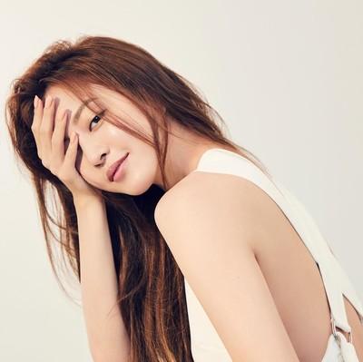 Han Ye Seul alami malpraktik pascaoperasi lipoma. Foto: Instagram Han Ye Seul