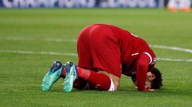 Mohamed Salah selalu sujud syukur usai membobol gawang lawan.