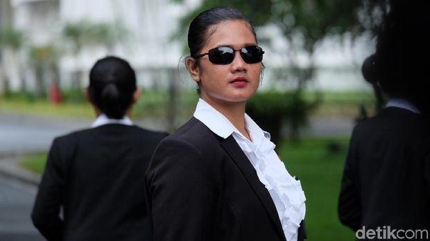 Paspampres perempuan yang kawal Jokowi /