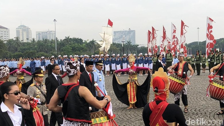 Dikawal Paspampres Wanita, Jokowi Hadiri Apel Prajurit TNI-Polri