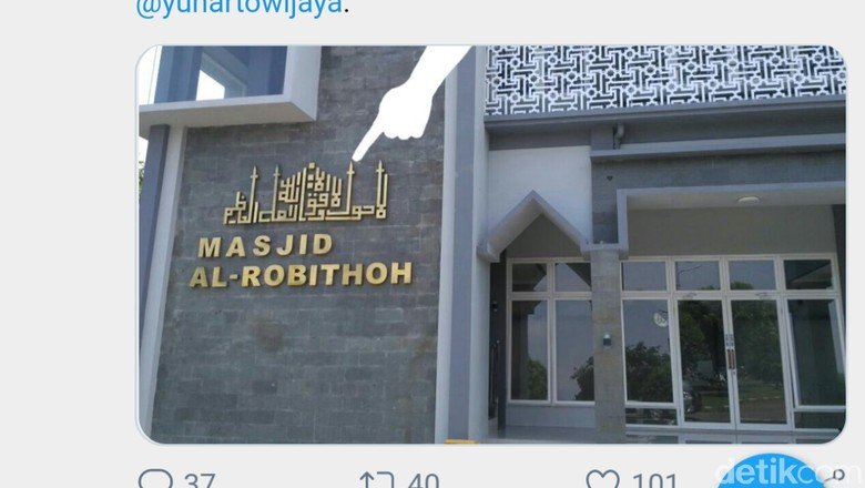 Kaligrafi Bandara Abdulrachman Saleh yang Ditutup Kain Hitam