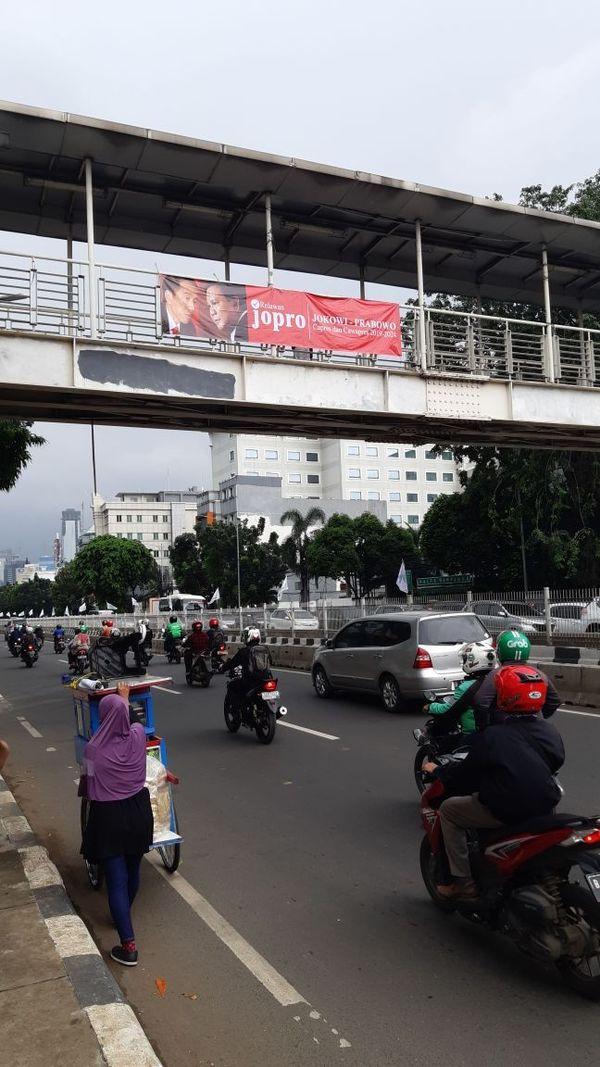 Spanduk Jopro Jokowi-Prabowo Bertebaran di Jaksel