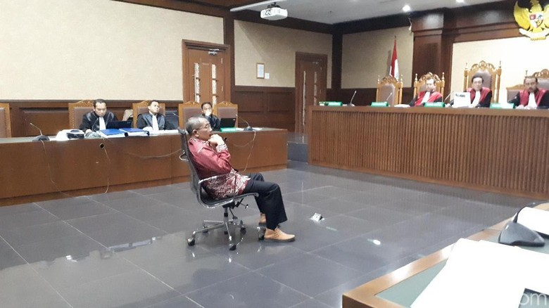 Eks Ketua PT Manado Pakai Suap untuk Cicilan Mobil
