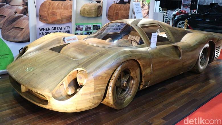 Ferrari Terbuat dari Kayu, Harganya Rp 500 Juta. Foto: Dina Rayanti