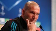 Senyum Zidane untuk Raheem Sterling