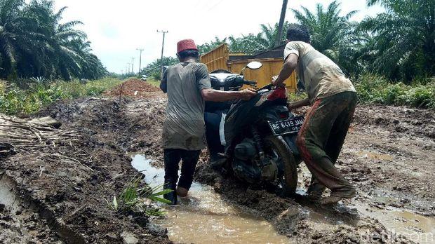 Ironi Jalan 'Bubur' dari Bumi Sumatera