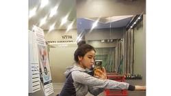 Perkenalkan, pelatih kebugaran dari Korea Selatan yang berwajah cantik dan imut, Kim Aoyoung. Bukan hanya imut, ia juga memiliki tubuh yang kekar abis.