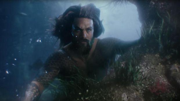 Jason Momoa menjadi Arthur, makhluk laut berdarah campuran di 'Aquaman.'