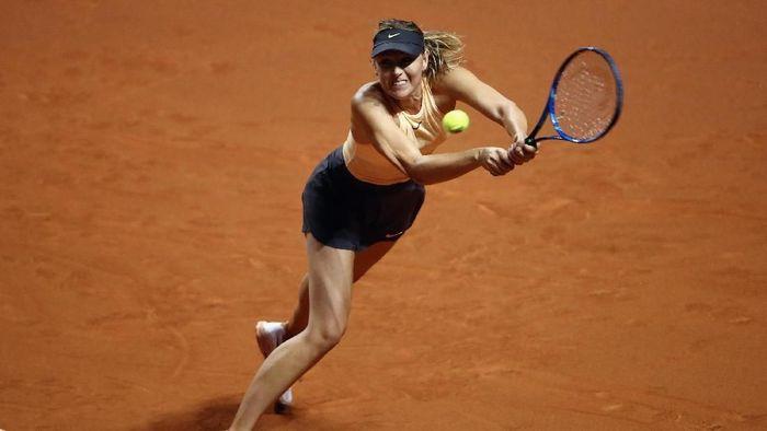 Maria Sharapova langsung tersingkir di babak pertama Porsche Tennis Grand Prix (Foto: Alex Grimm/Getty Images)