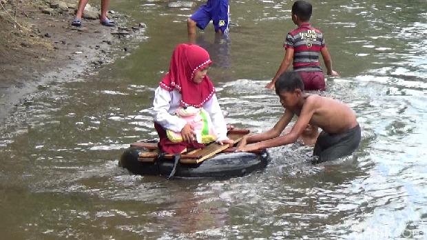 Donasi Pembaca detikcom di Pembangunan Jembatan 'Masa Depan' Maros