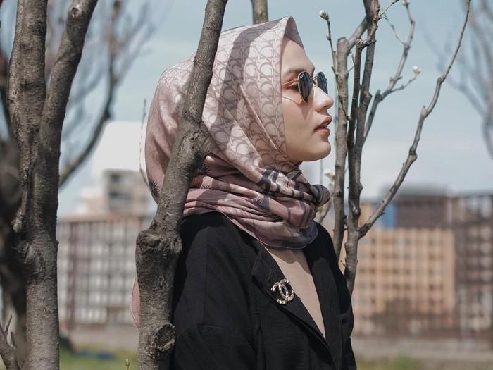 Bros Kecil Ini Banyak Dipakai Selebgram Hijab, Harganya Rp 10 Juta. Foto: Instagram Dwi Handa