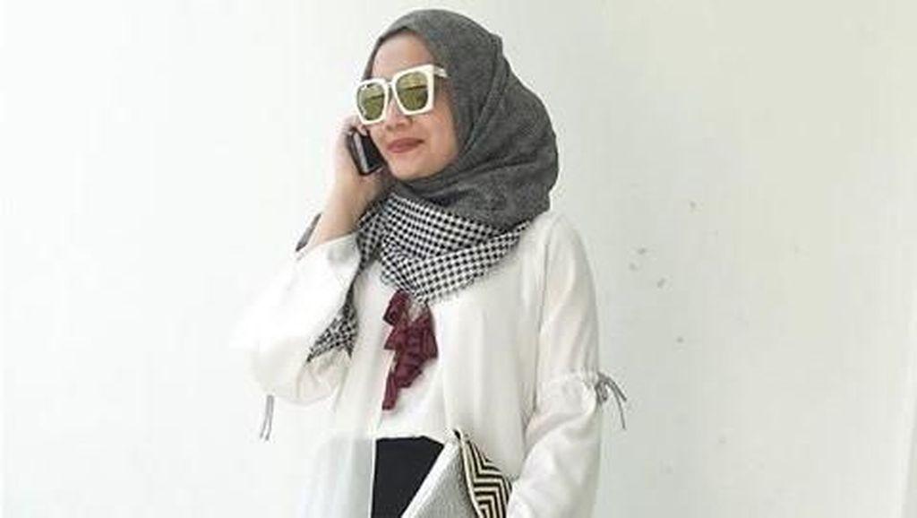 Unggah Sebuah Foto, Zaskia Sungkar Hamil?