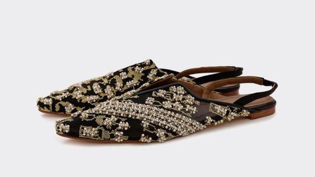 Bosan Pakai Sneakers? 5 Sepatu Ini Juga Stylish Dipadu dengan Jeans
