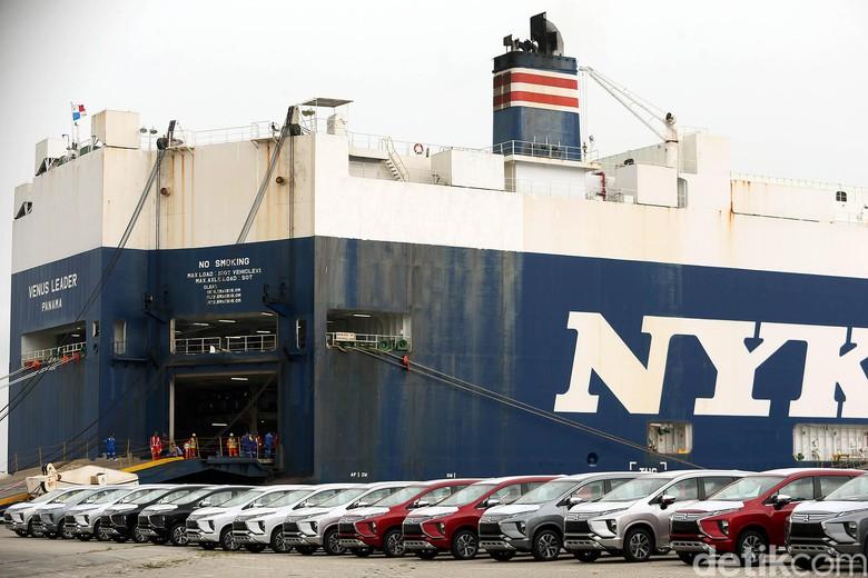 Sebanyak 30 ribu unit Mitsubishi Expander menaiki kapal laut yang akan diekspor ke negara Filipina, di Pelabuhan Tanjung Priok. Ini foto-fotonya.