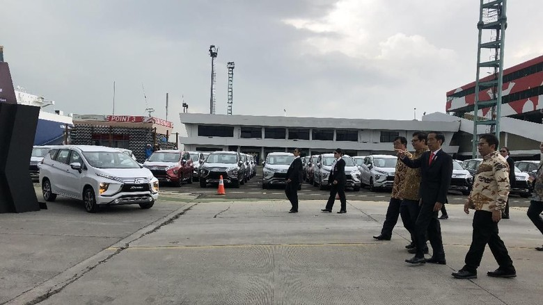 Jokowi saat peresmian ekspor pertama Xpander. Foto: Ray Jordan