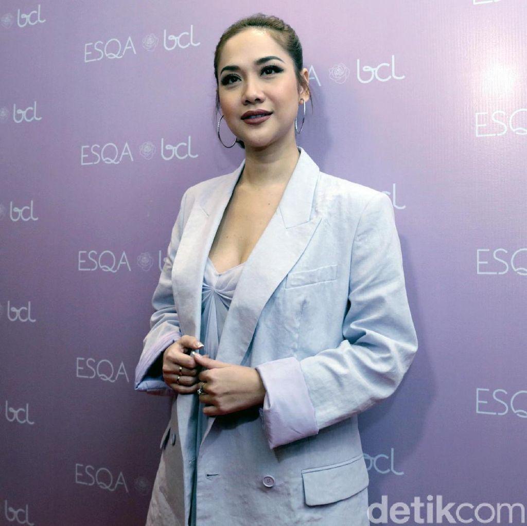 Duh! Netizen Protes Baju Bunga Citra Lestari dan Body Shaming