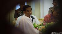 Presiden Jokowi berbincang dengan perwakilan komunitas muslim fashion
