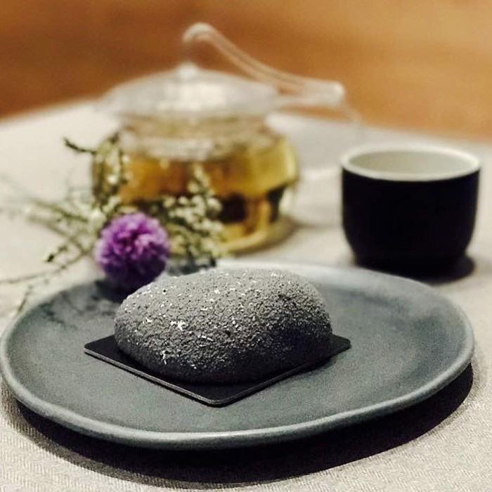 Lewat media sosial instagram, banyaak netizen yang memposting foto stone cake. Sesuai dengan namanya, kue ini sekilas memang tampak seperti batu sungguhan. Foto: Instagram