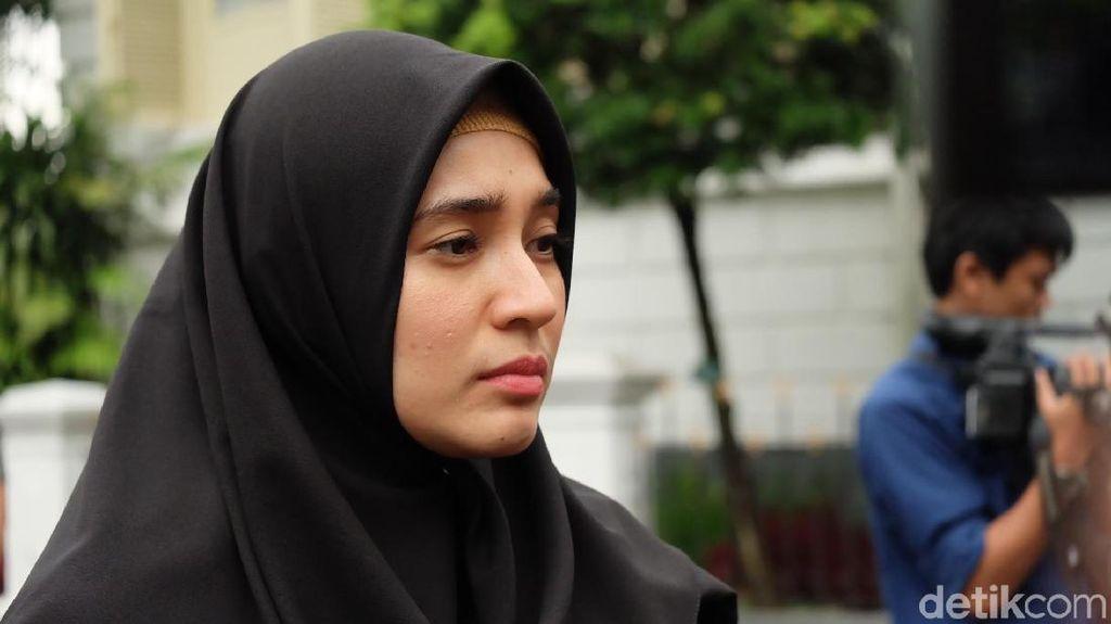 Butik Busana Muslim, Mimpi 10 Tahun Dhini Aminarti yang Terwujud